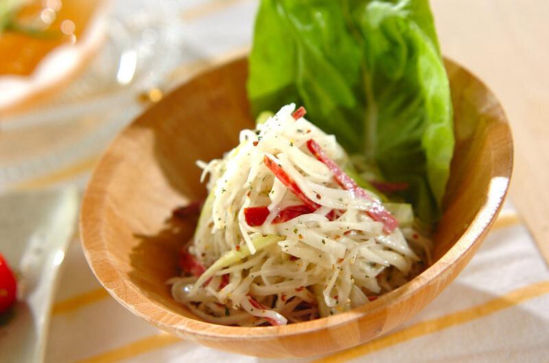 大根とサラミのサラダ