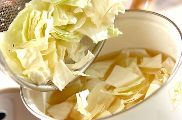 たっぷりキャベツのみそ汁の作り方の手順2