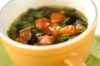 エビとトマトのスープ