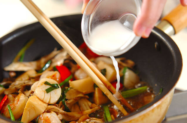 シーフードとマイタケの彩り中華炒めの作り方の手順9