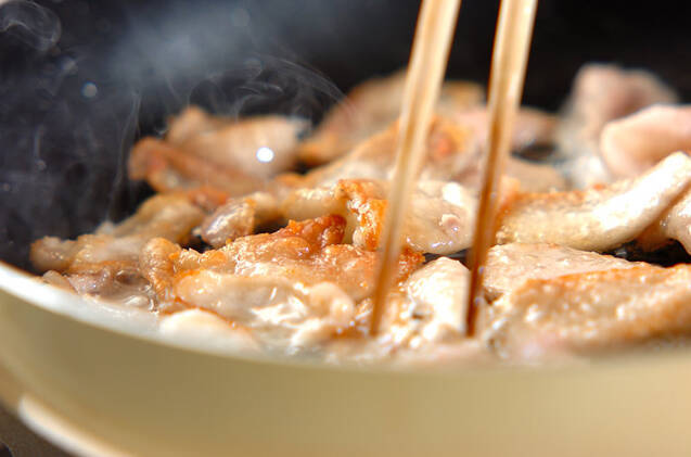 鶏皮のユズコショウ炒めの作り方の手順3