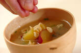 サツマイモと天かすのみそ汁の作り方3