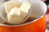 キムチと豆腐の卵とじの作り方1