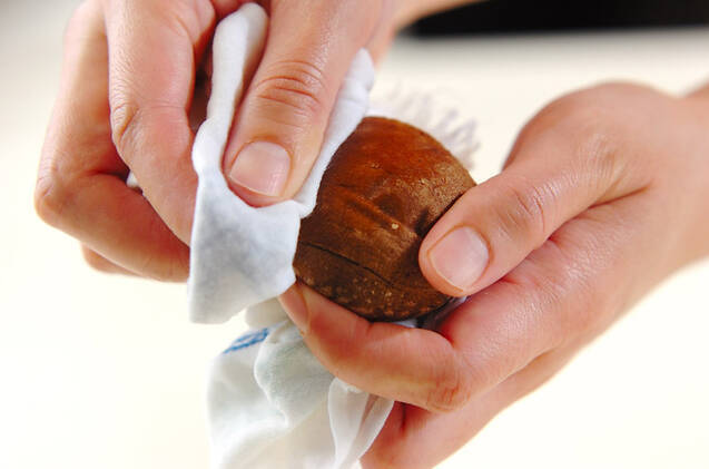 キノコのガーリックバター焼きの作り方の手順1