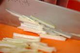 せん切り白ネギのスープの下準備1