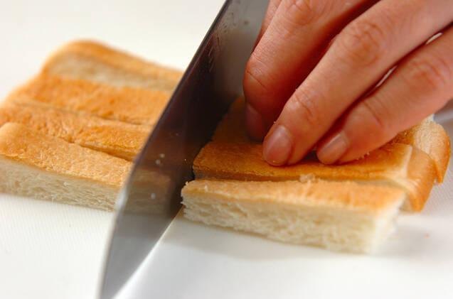 パン耳ガーリックラスクの作り方の手順1