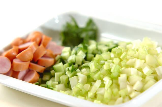 セロリのホットサラダの作り方の手順1
