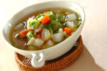 セロリの葉と根菜のスープ