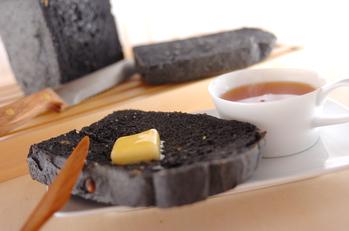 黒雑穀米粉ゴマパン