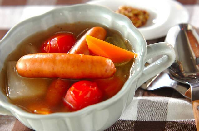 ウインナー、カブ、人参、プチトマト、白菜のポトフ