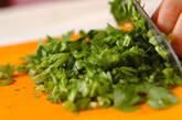 春菊と豚肉のピリ辛♪アジアンスープの作り方1