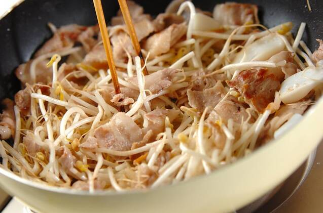 豚キムチ焼きそばの作り方の手順7