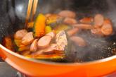 カボチャとソーセージのソース炒めの作り方2