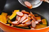 カボチャとソーセージのソース炒めの作り方1