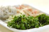 薬味野菜とシラスのサラダの下準備1