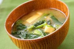 定番!小松菜と油揚げの味噌汁