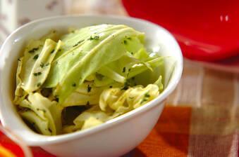 キャベツのサラダ ニンニクカレー風味