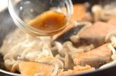 鮭とキノコのユズコショウ炒めの作り方3