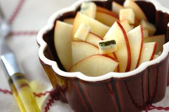 リンゴとブルーチーズのサラダ