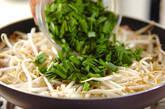 モヤシと豚肉のザーサイ炒めの作り方2