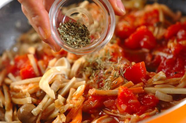 ゴボウとルッコラのトマトソースの作り方の手順3