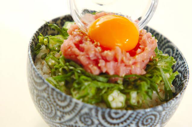 ねばねばオクラと卵黄のマグロたたき丼の作り方の手順6
