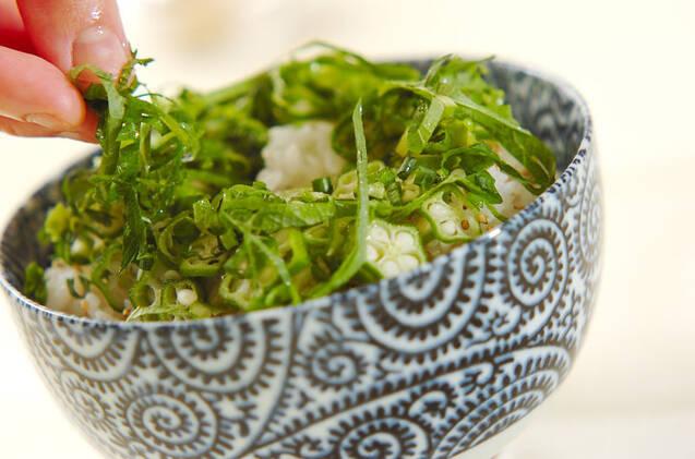ねばねばオクラと卵黄のマグロたたき丼の作り方の手順5