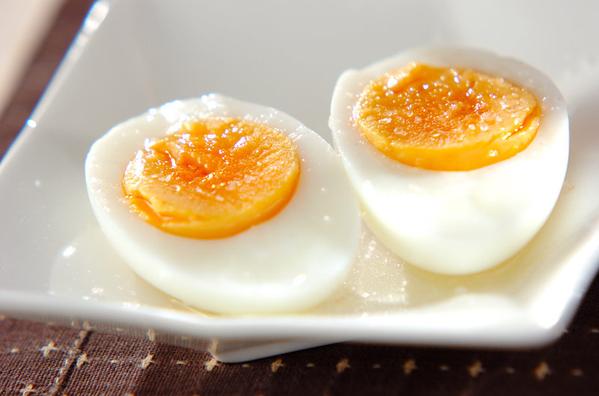 ゆで卵のゴマ油がけ