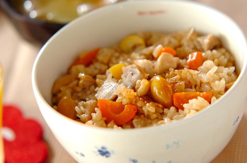 4. 鶏肉の洋風炊き込みご飯
