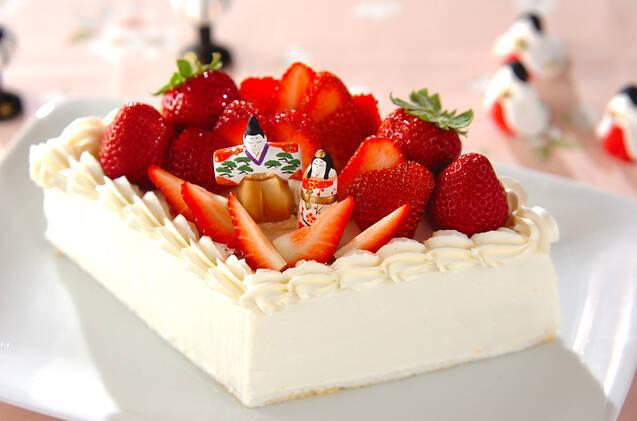 ひし形のイチゴのデコレーションケーキ