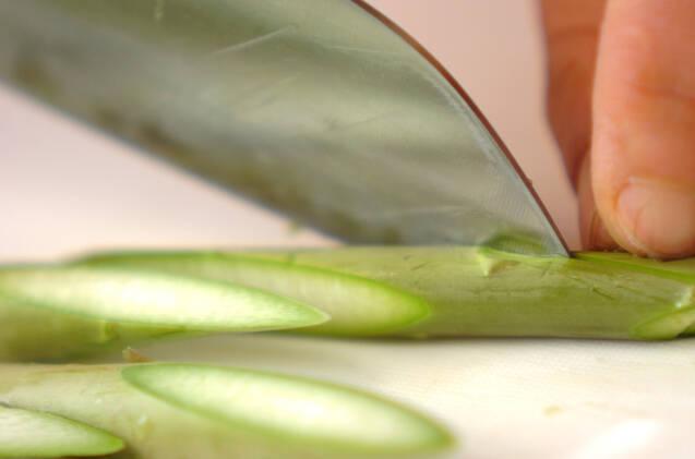 グリーンアスパラとアナゴの卵炒めの作り方の手順1