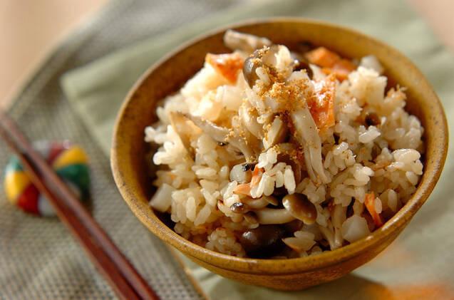 鮭とカブとシメジの炊き込みご飯