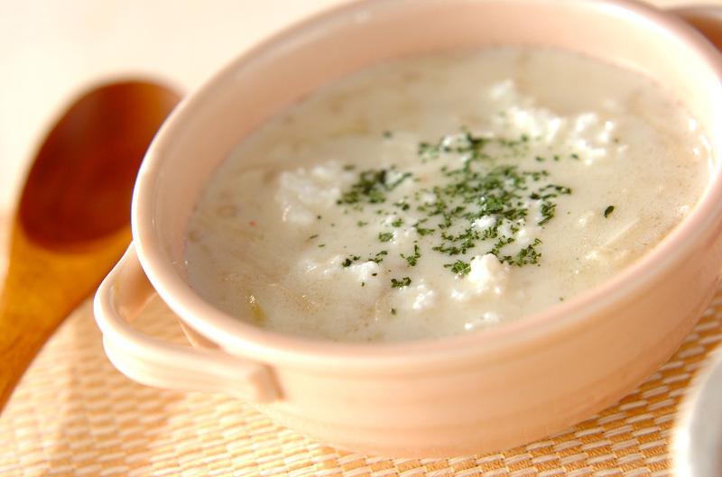 エノキ入りの白いスープ