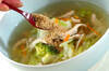 白菜と鶏むね肉のスープの作り方の手順3