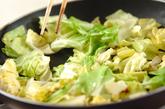 キャベツと天かすのソース炒めの作り方1