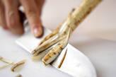 ゴボウの豆乳ゴマみそ汁の下準備1