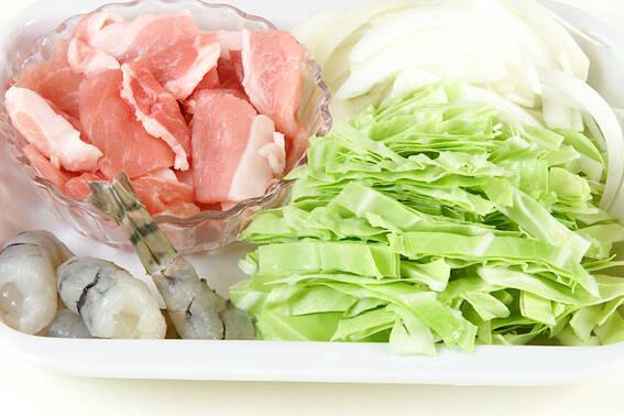 お弁当に焼そばの作り方の手順1