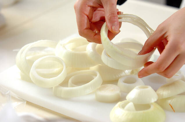 玉ネギとイカのリング揚げの作り方の手順1