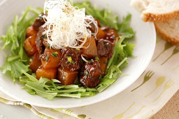 4. 牛肉と大根のピリ辛煮込み