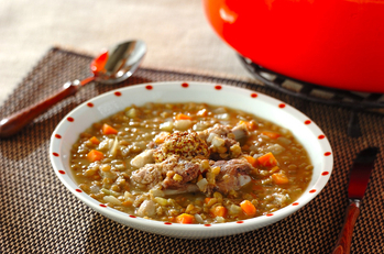 レンズ豆と骨付き豚バラ肉のスープ煮