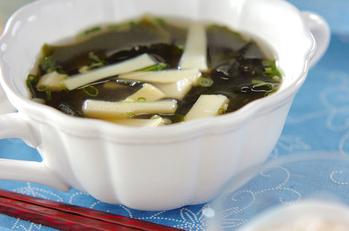 細切りタケノコのスープ