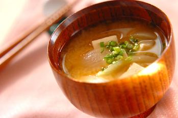 豆腐と玉ネギのみそ汁