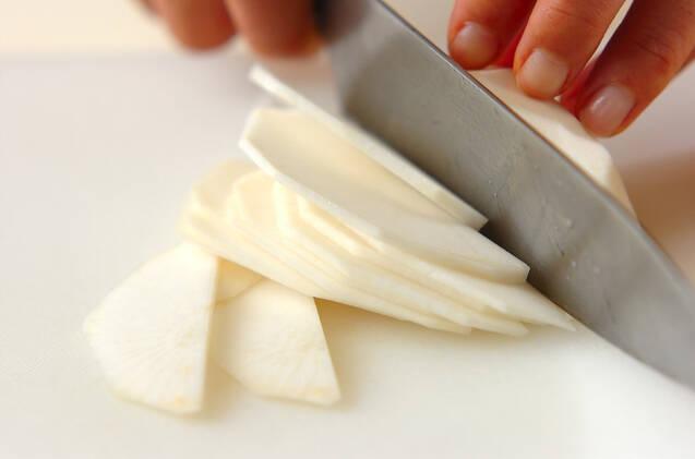 カブの豆乳ポタージュの作り方の手順1