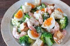 えびとブロッコリーのバゲットサラダ
