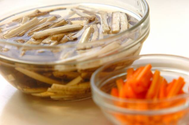 ゴボウとニンジンのゴママヨサラダの作り方の手順1