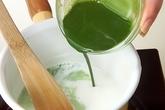 抹茶牛乳ゼリーあずき添の作り方1