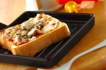 オイルサーディンとレンコンのピザトースト
