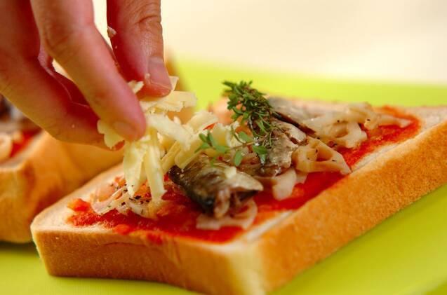 オイルサーディンとレンコンのピザトーストの作り方の手順2