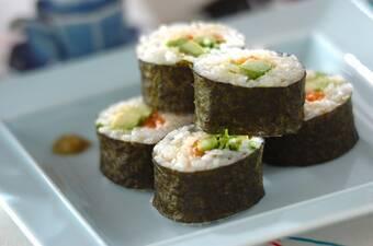 サーモンとアボカドの巻き寿司