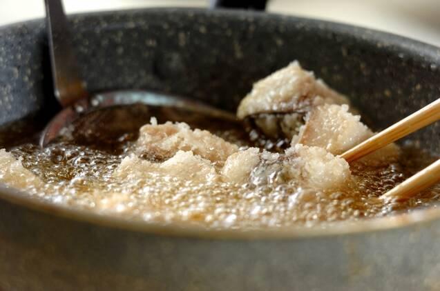 味付け不要!塩サバの竜田揚げの作り方の手順2